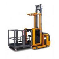 Préparateur de commande conçu avec le panier du client pour une utilisation  spécifique, idéal pour le picking vertical.