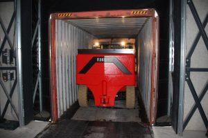 chariot-elevateur-compact-sur-mesure-conteneurs-1