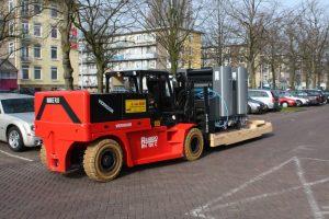 chariot-elevateur-compact-sur-mesure-conteneurs-2
